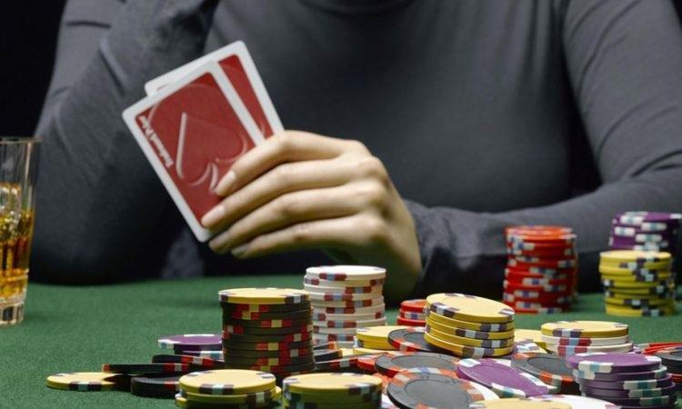 Five benefits of online poker